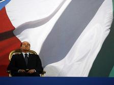 Берлускони не пожалел эпитетов для противников на выборах (фото AP)