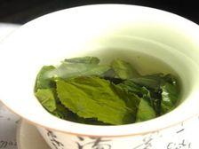 Китайские учёные выявили химическое вещество, содержащееся в зелёном чае, которое влияет на генерацию клеток головного мозга, ответственных за память и пространственное обучение  ((фото Wikimol/Wikipedia).)