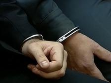 Алтайские полицейские заковали человека в наручники и избили его
