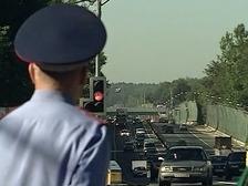 Столичного автоинспектора задержали с поличным за взятку