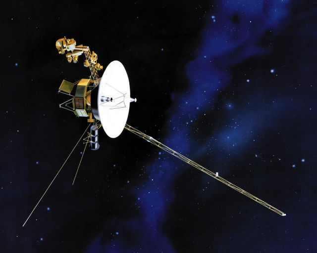 """""""Вояджер-1"""" был запущен 9 сентября 1977 года и является самым удалённым рукотворным объектом. Аппарат передаёт сигналы вот уже 35 лет (иллюстрация JPL/NASA)."""