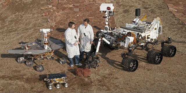 Сравнение моделей марсоходов – Sojourner, часть программы Mars Pathfinder, Opportunity и Curiosity. Хорошо видно, что последний ровер действительно самый сложный (фото NASA).