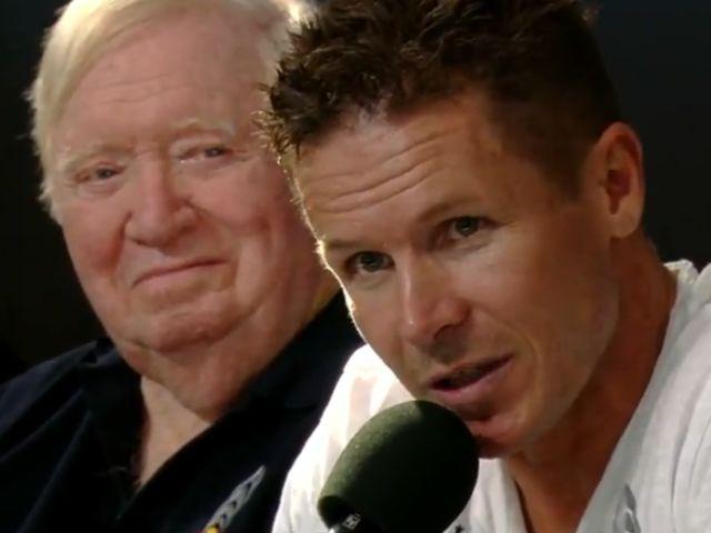 """На пресс-конференции, посвящённой прыжку, Феликс рассказал о своих ощущениях: """"Иногда надо подняться действительно высоко, чтобы ощутить, насколько же ты мал"""". На снимке сзади Баумгартнера — Джо Киттингер (кадр из видео Red Bull Stratos)."""