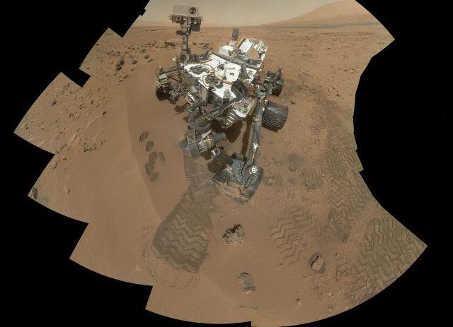 Автопортрет Curiosity на месте сбора первых проб марсианского грунта (фото NASA/JPL-Caltech/MSSS).