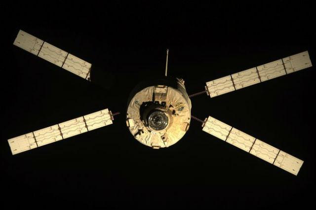 """Космический грузовик ATV, который ляжет в основу сервисного модуля """"Ориона"""" (иллюстрация NASA)."""