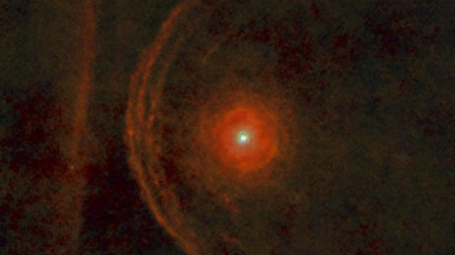 Звезда Бетельгейзе движется в космическом пространстве со скоростью порядка 30 километров в секунду (фото ESA/Herschel/PACS/L. Decin et al.).