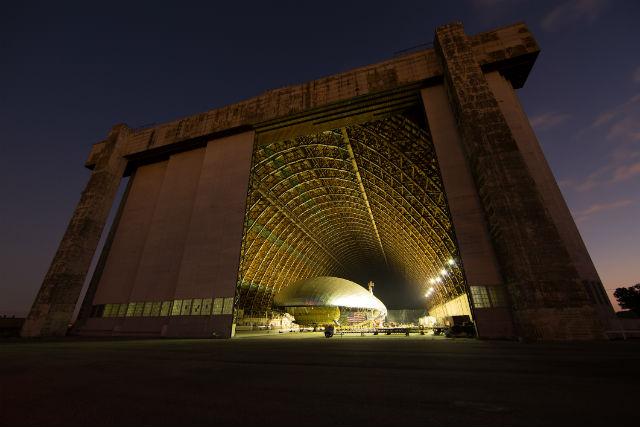 """Ангар, в котором проходили испытания, интересен тем, что именно в нём помещались гигантские пассажирские и военные дирижабли во времена """"золотого века"""" воздухоплавания (фото Worldwide Aeros)."""