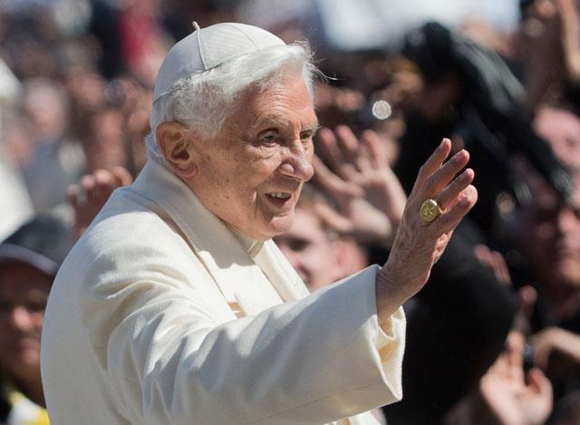Бенедикт XVI покинул папский престол