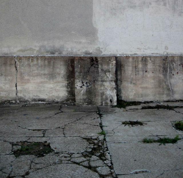 Трещины в бетоне (фото Bill Keaggy/Flickr).