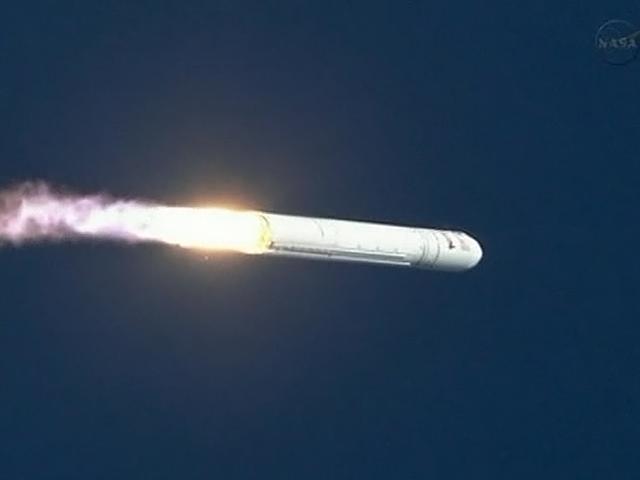 Беспилотная ракета Antares с кораблём Cygnus на борту стартует в сентябре 2013 года (фото AP Photo/NASA, Bill Ingalls).