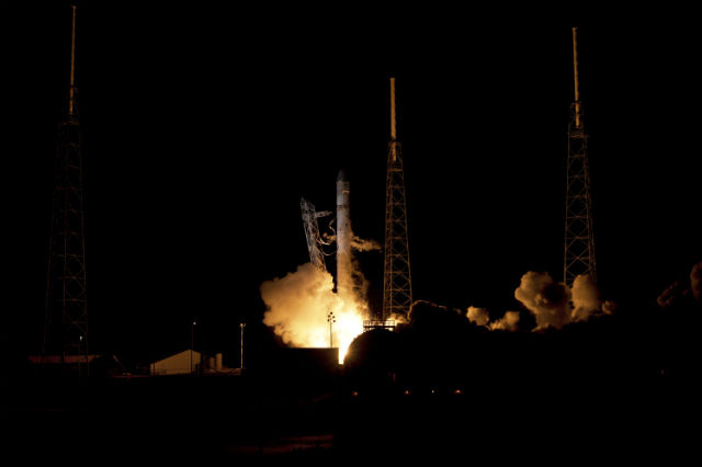 Запускать к Марсу космический корабль будет одна из ракет Falcon компании SpaceX (фото NASA/Wikimedia Commons).