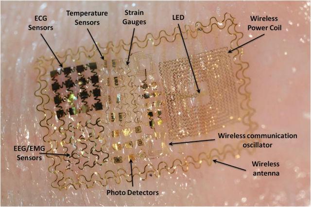 Электронная татуировка — с виду простое, но очень умное устройство. Оно состоит из всевозможных сенсоров для определения температура, давления, биения сердца, а также светодиода, беспроводной антенны, фотодетекторов и множества других элементов (фото Todd Coleman/University of California).