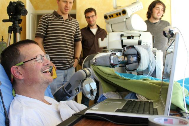 Совместное изобретение инженеров Технологического института Джорджии и компании Meka Robotics поможет парализованным людям обходиться без посторонней помощи (фото Georgia Tech).
