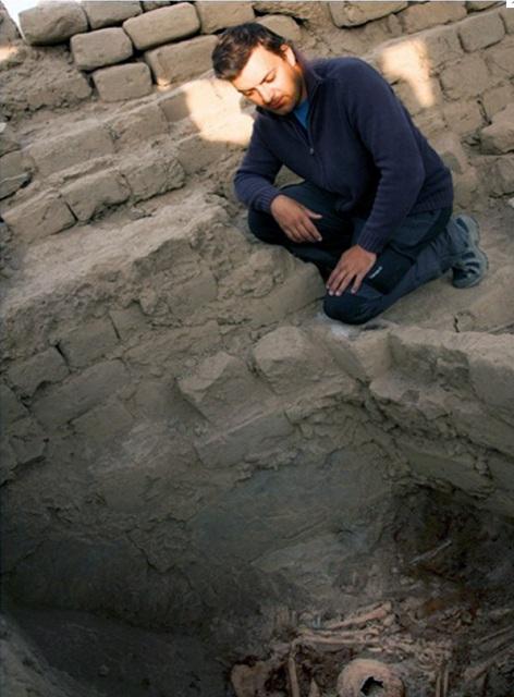 В гробнице под каменным завалом обнаружены останки 60 человек (фото Ministerio de Cultura del Perú).