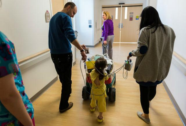 После проведённой в апреле операции Ханна впервые за всю свою жизнь смогла избавиться от трубки и сомкнуть губы (фото Jim Carlson/OSF Saint Francis Medical Center).
