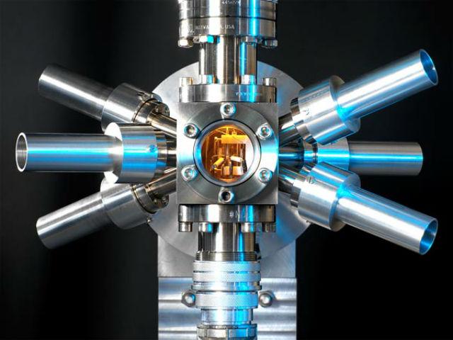 Стронциевые атомные часы с оптической решёткой не очень похожи на настенные (фото Andrew Brookes, NPL/SPL/Corbis).