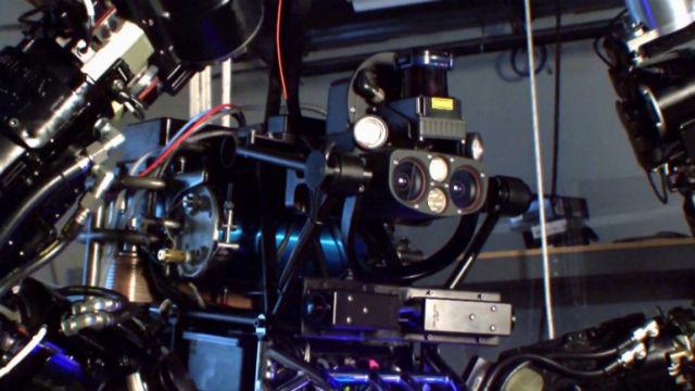 Голова робота, набитая датчиками, оснащённая лазерным дальномером и камерами  — творение инженеров из университета Карнеги-Меллон (фото Boston Dynamics, DARPA).