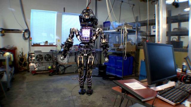 Робот оснащён 28 гидравлическими приводами и гибкими суставами (фото Boston Dynamics, DARPA).