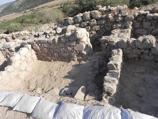 Руины крепости Хирбет Кейафа (Yoav Dothan / Wikimedoa Commons).