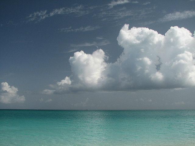 Вероятнее всего, от повышения температуры в атмосфере, нас спасают океаны (фото Ali West/Flickr).