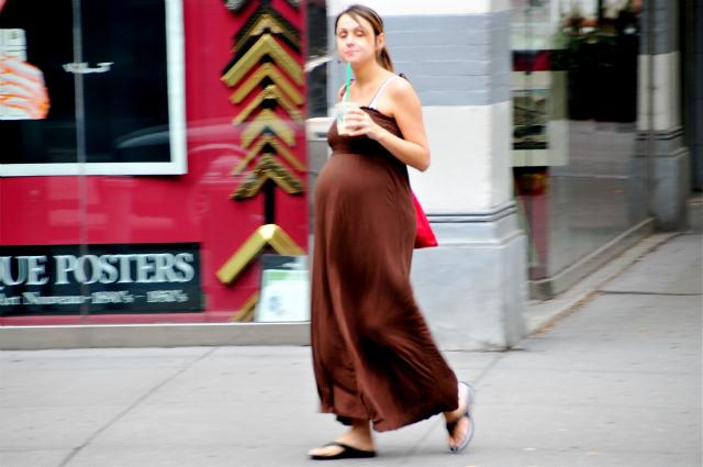 Пока неизвестно, можно ли отнести результаты эксперимента на мышах к человеку и рекомендовать беременным женщинам потреблять меньше кофеина (фото Ed Yourdon/flickr).
