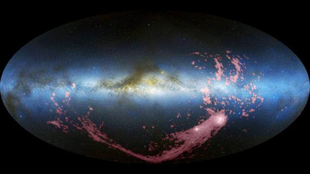 Магелланов поток растянулся наполовину Млечного Пути (фото David L. Nidever et al., NRAO/AUI/NSF, Mellinger, LAB Survey, Parkes Observatory, Westerbork Observatory, Arecibo Observatory).