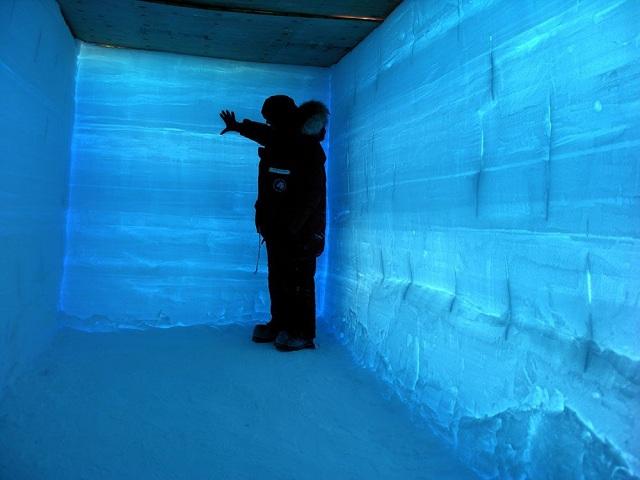 Толщина ледяного щита в районе бурения составляет около 2000 метров (фото WAISD).