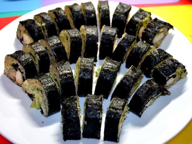"""Острые вегетарианские суши — одно из блюд, предложенных """"гастронавтами"""" (фото Sian Proctor)."""