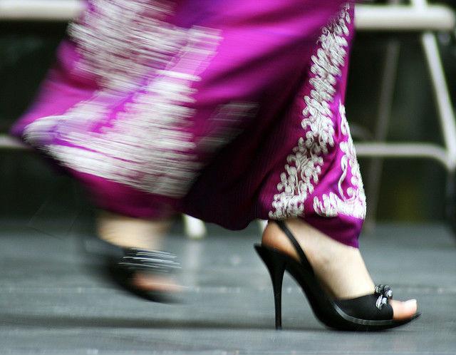 Планируя шопинг, следует задуматься об обуви, в которой вы идёте в магазин (фото Quinn Dombrowski/Flickr).