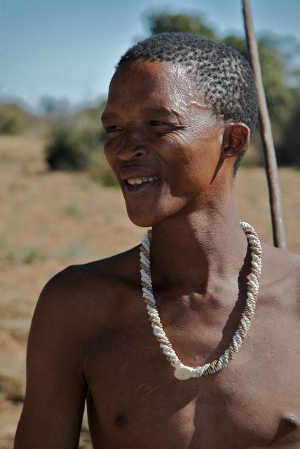 33-летний мужчина, представитель народа койсан (фото Ian Beatty/Wikimedia Commons).