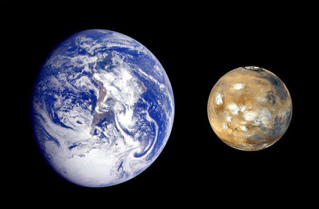 Первые живые организмы могли прилететь к нам с Марса на метеорите (фото NASA).
