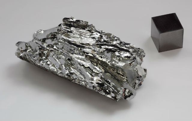 Минерал молибден, необходимый для развития жизни, по мнению биохимиков (фото Alchemist-hp/Wikimedia Commons).