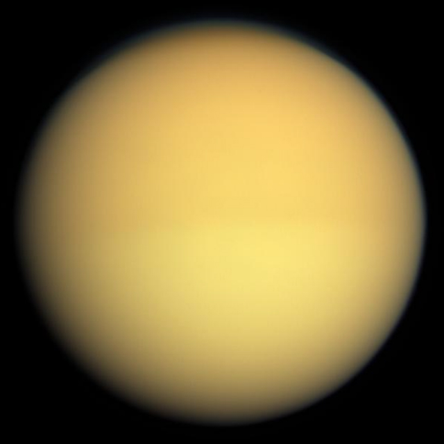 "Титан в натуральных цветах. Снимок ""Кассини"" (фото NASA/JPL/Space Science Institute/Wikimedia commons)."