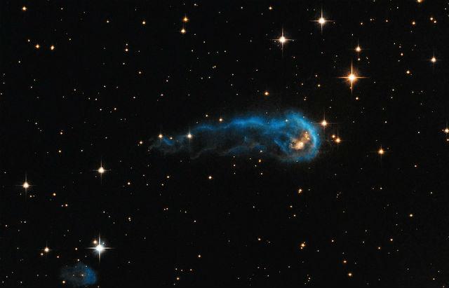 "Космический ""головастик"" IRAS 20324+4057 (фото NASA, ESA, the Hubble Heritage Team (STScI/AURA))."