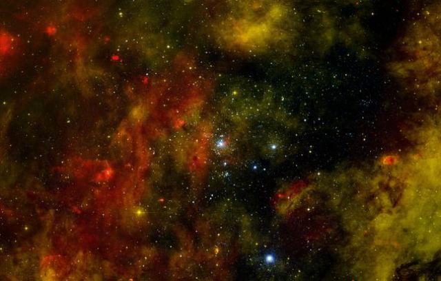 Звёздная ассоциация классов ОВ2 в созвездии Лебедя (фото NASA, ESA, the Hubble Heritage Team (STScI/AURA)).