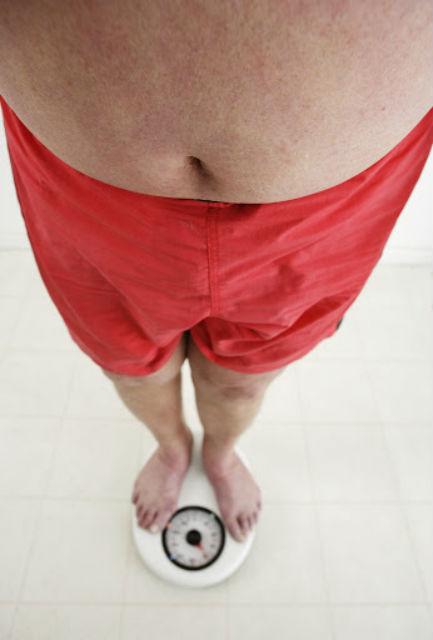 Залогом здорового веса является правильное питание. Именно диета способствует появлению в кишечнике правильных бактерий (фото Royalty-Free/Corbis).