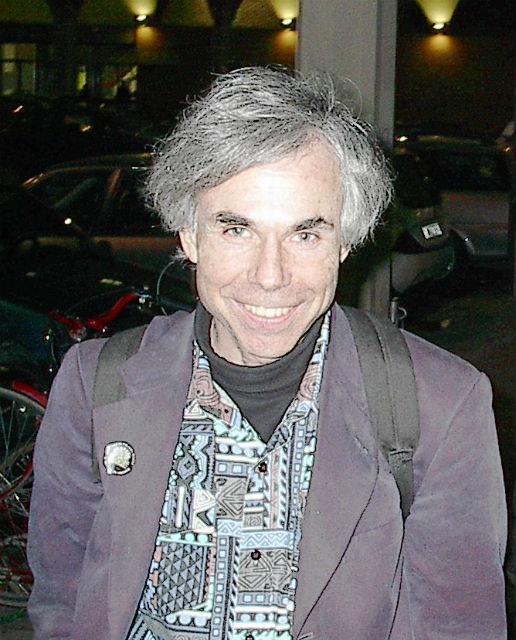 Сегодня 68-летний Дуглас Хофштадтер работает в университете Индианы и не принимает участия в экспериментальном подтверждении своей теории (фото Maurizio Codogno/Wikimedia Commons).