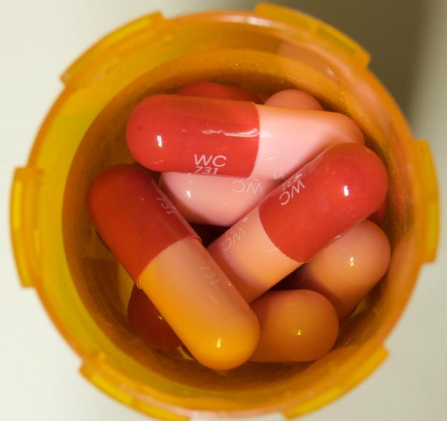 Антибиотики способны не только излечивать смертельные заболевания, но и провоцировать рост устойчивых штаммов бактерий в окружающей среде (фото Casey Fleser/Flickr).