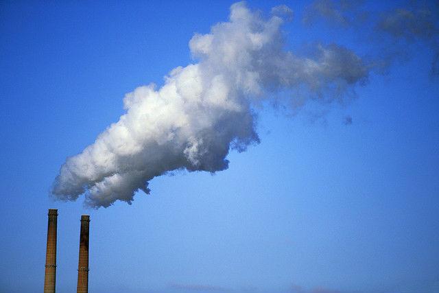 Сокращение выбросов в окружающую среду позволит спасти не только нашу планету, но и миллионы жизней людей (фото Gerald Simmons/Flickr).