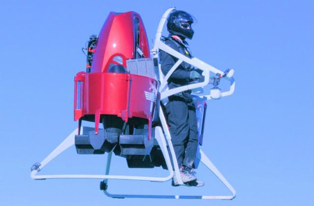 Первое практическое испытание новой модели летающего ранца (фото Martin Aircraft).