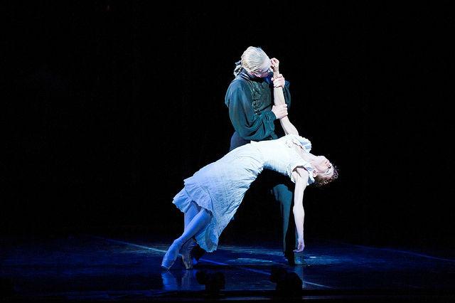 На основе знания об особенностях структуры мозга балерин можно будет создать эффективное лечение для людей, страдающих хроническим чувством головокружения (фото KCBalletMedia/Flickr).