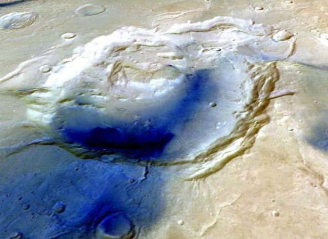Тёмно-синим цветом указаны наиболее глубокие участки кратера Eden patera (фото NASA/JPL/GSFC).