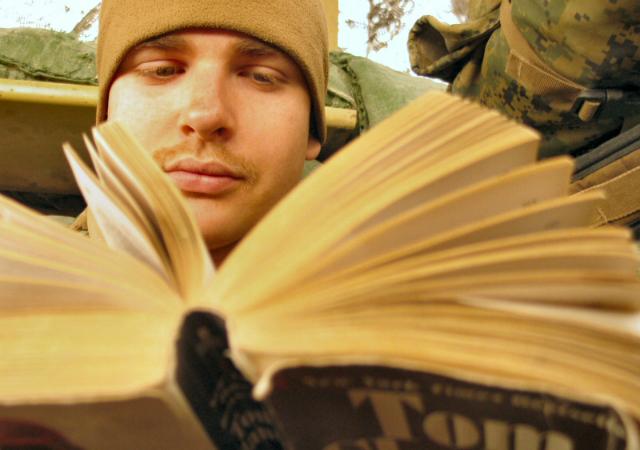 Чтение качественной художественной литературы способно развить эмпатию куда лучше, чем чтение литературного мейнстрима (фото Jayel Aheram/Flickr).