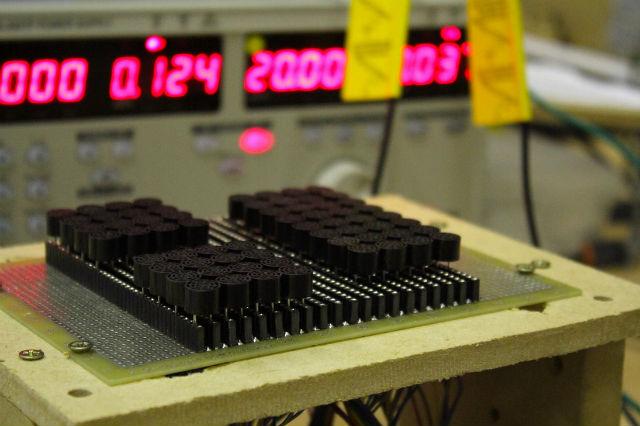 Тестирование трёх различных по размеру массивов преобразователей (фото UltraHaptics/Flickr).