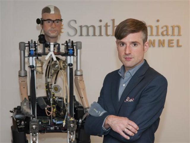 Бертольд Майер и его бионическая копия (фото Showtime, Joe Schram).