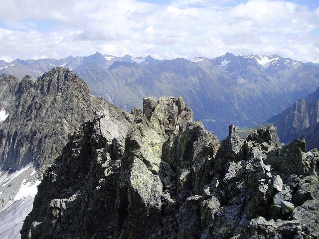 Мумия была обнаружена в Эцтальских Альпах на границе Австрии и Италии (фото Karlak1/Wikimedia Commons).