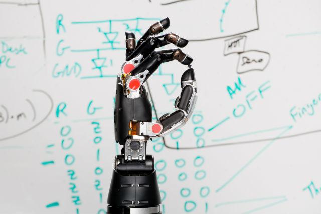 Однажды протезы невозможно будет отличить от настоящих конечностей (фото Revolutionizing Prosthetics, DARPA).