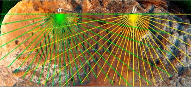 2.Плита из Попова Яра. a — часовые линиигномона I, b — часовые линии гномона II (фото Лариса Водолажская).