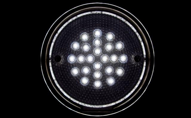 В основе новой технологии Li-Fi лежит светодиодная лампа, причём одна лампа может обеспечить питание до четырёх компьютеров одновременно (фото Scott Akerman/Flickr).