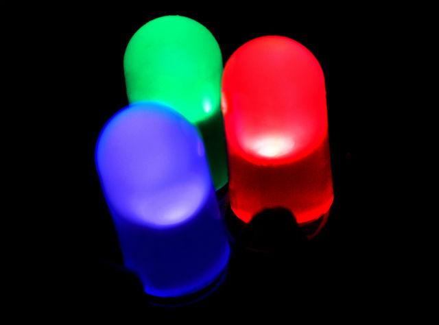 В скором времени на смену роутерам придут светодиодные лампочки (фото PiccoloNamek/Wikimedia Commons).
